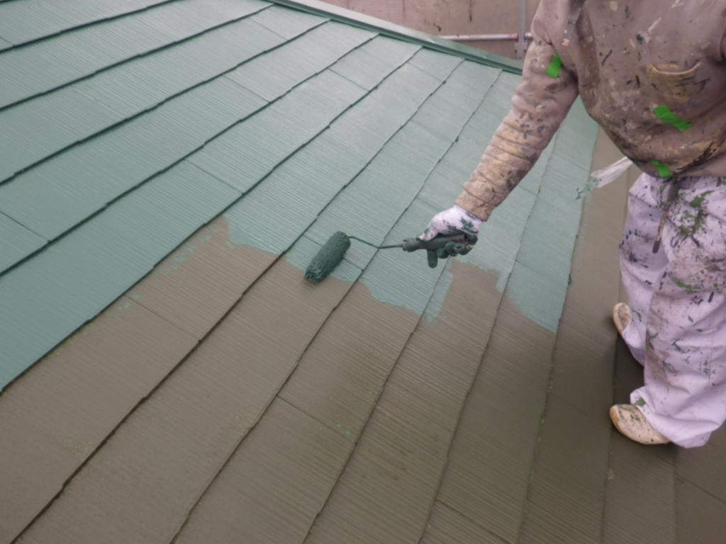濃い緑色で輪郭をくっきり!外壁に合わせて屋根も遮熱の緑に!